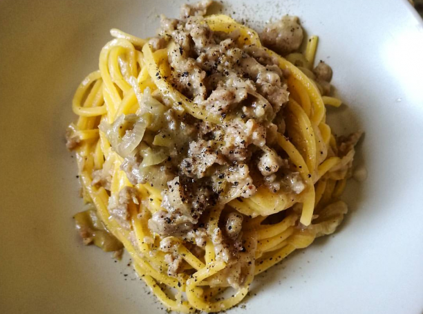 Rome recipe: Tonnarelli with sausage and grapes