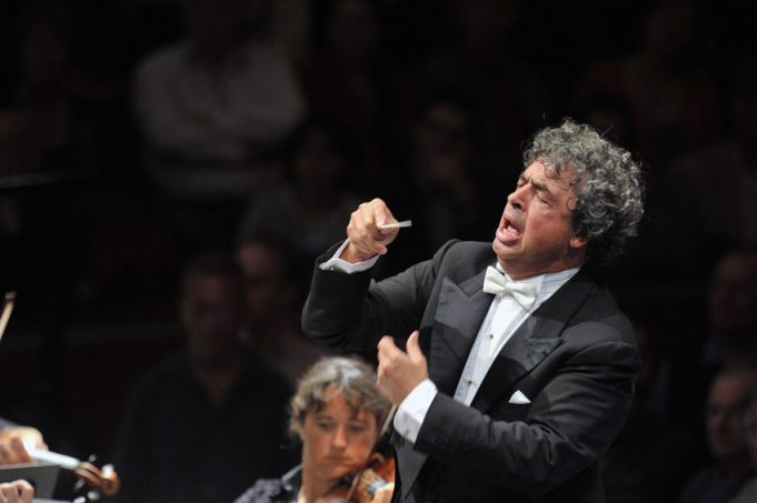 Symon Bychkov conducts at Accademia Santa Cecilia