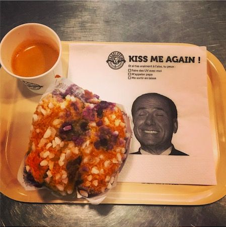 Kiss me again. Berlusconi at Bagelstein's