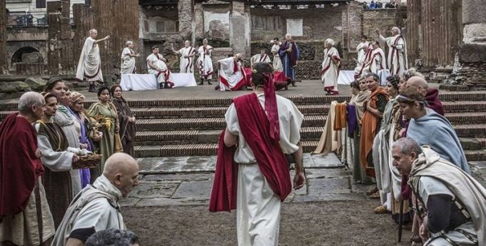 Rome re-enacts Caesar's assassination