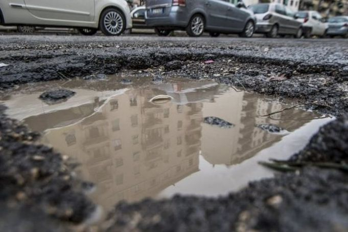Investigation into Rome's potholes