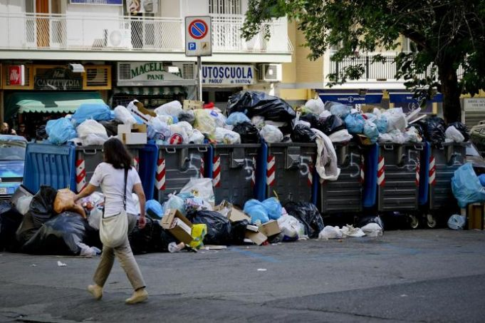 Rome faces rubbish collection strike on 14 July