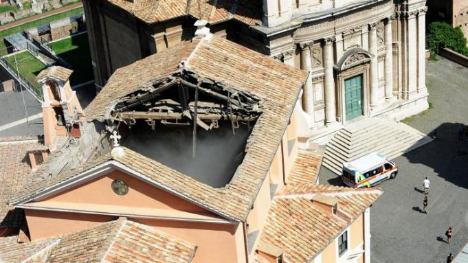 Church roof collapses in central Rome