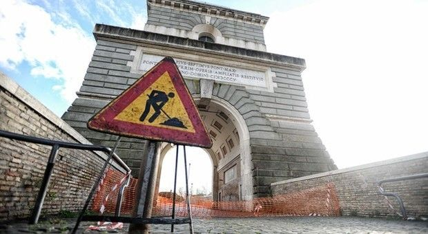 Rome's Ponte Milvio bridge closed for safety reasons