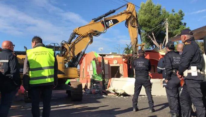 Rome police demolish villas of Casamonica clan