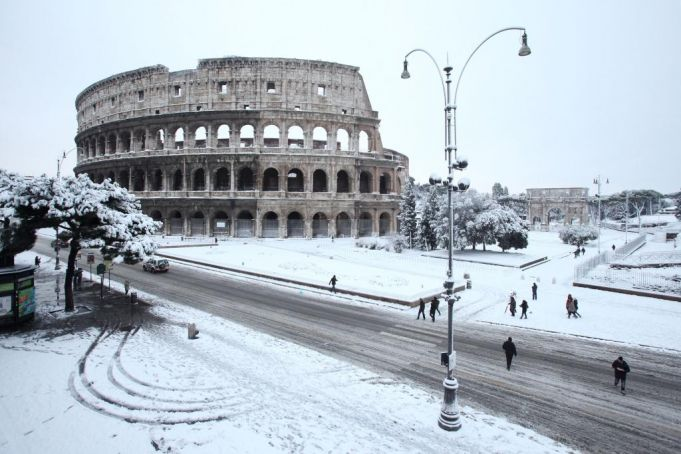 Rome prepares for ice and snow