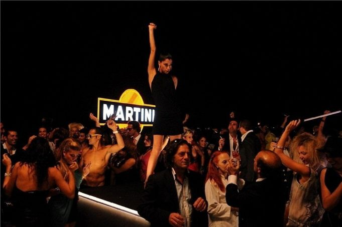Rome bids farewell to landmark Martini sign