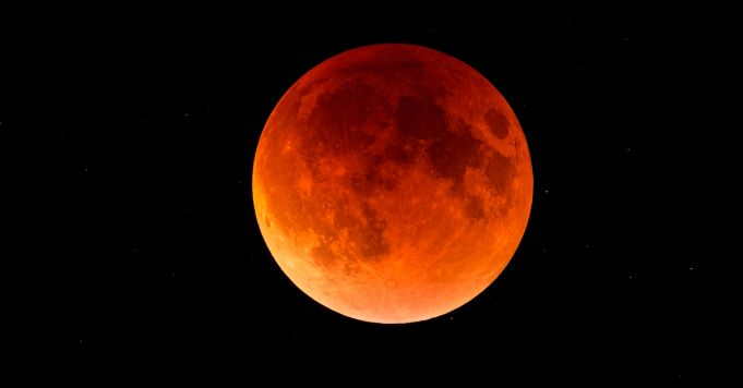 Blood moon: total lunar eclipse on 21 January