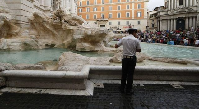 Man fined for naked dip in Rome's Trevi Fountain