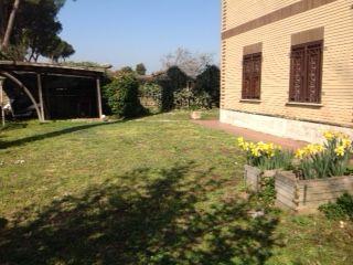 100 sq m semi furnished ground floor flat with 400 sq m garden. Prima Porta - comune di Roma. 3 bedroom, 2 bathroom,