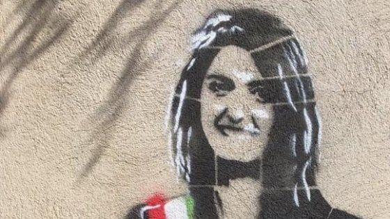 Rome mural of Raggi with beer bottle