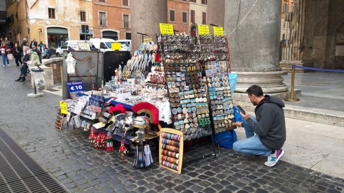 No more camion bars and souvenir stands at Rome monuments