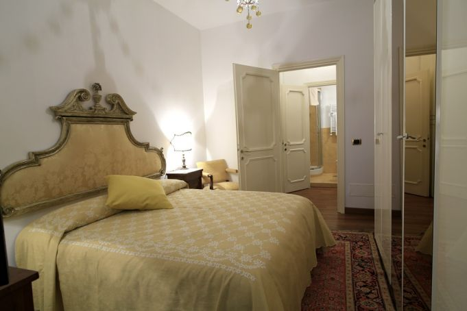 CAMPO DE' FIORI - ELEGANT ONE BED FURNISHED FLAT