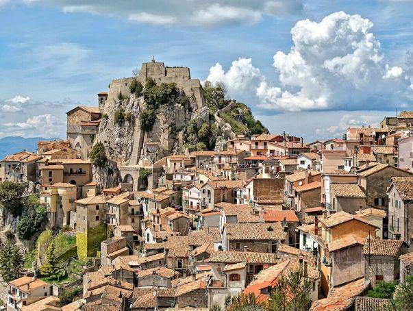 Cervara di Roma: artists' hilltop village