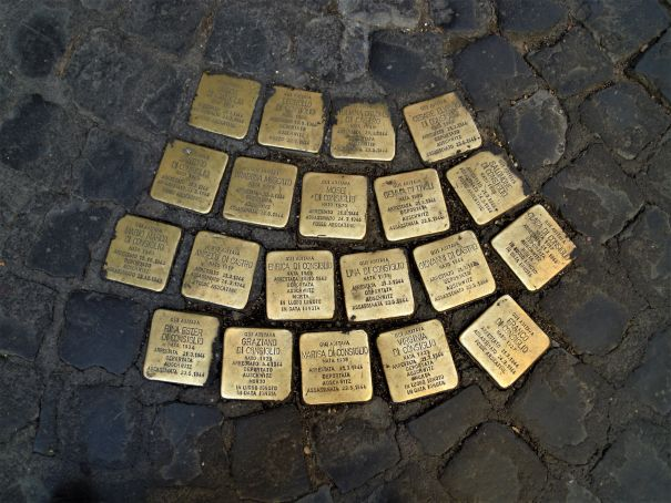 Rome school children clean Holocaust memorials