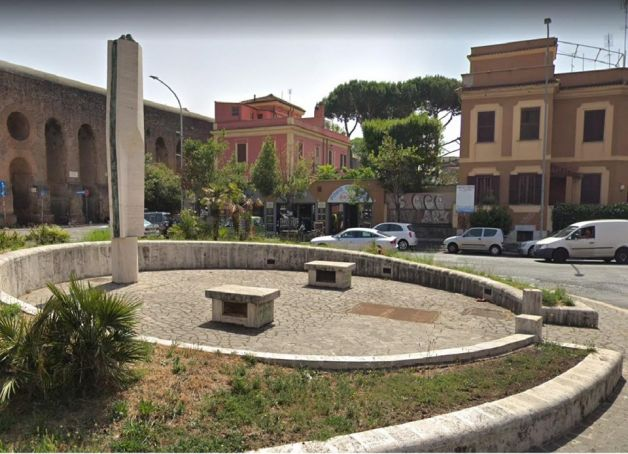 Would you like to adopt a Rome roundabout?