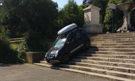 Motorist drives down Villa Borghese staircase