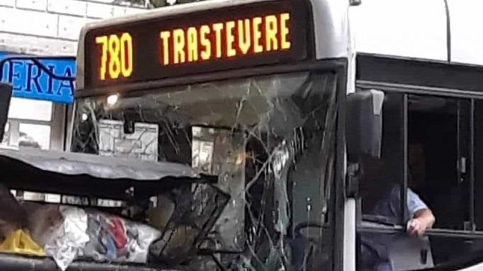 Rome bus crashes into bins
