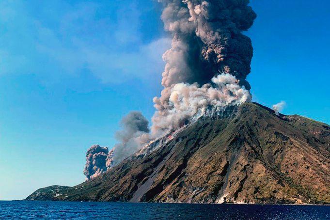 Stromboli: one dead as volcano erupts on Italian island