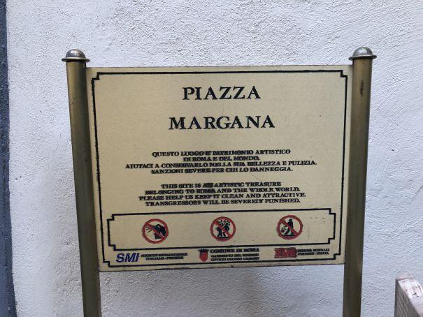 1 or 2 bedroom flat in quiet square near Piazza Venezia