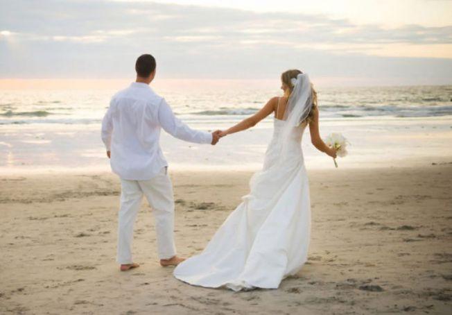 Weddings on Ostia beach near Rome