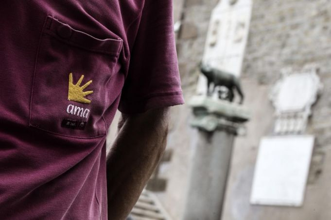 Rome trash crisis: AMA board resigns over clash with city hall