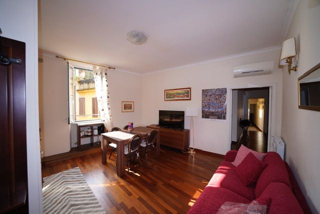 Colosseum charming apartment in Monti area (2-6 guests)