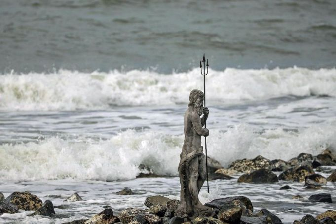 Statue of Neptune washed into sea in Rome storm
