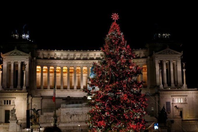 Rome Christmas tree: Netflix sponsors Spelacchio