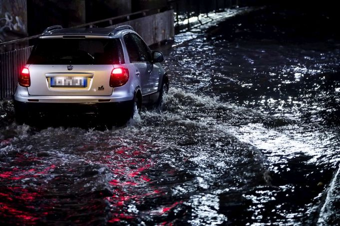 Rome motorists trapped in floods