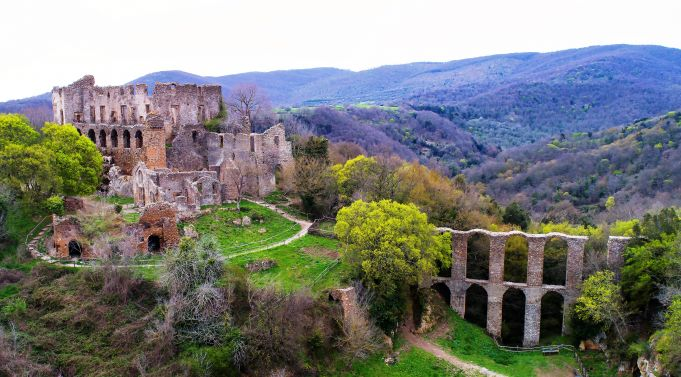 Canale Monterano: deserted village near Rome