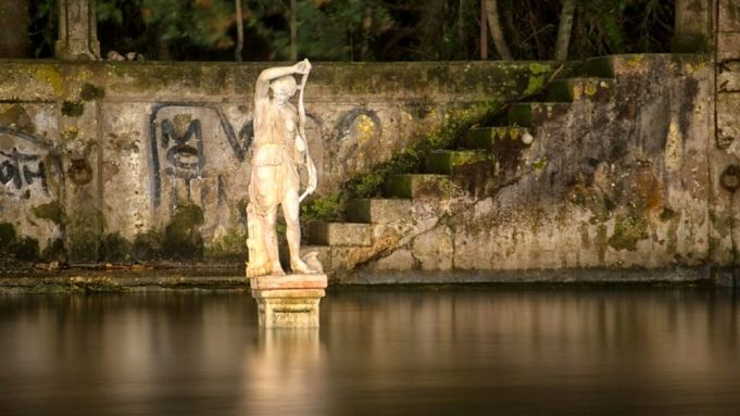 Statue of Goddess Diana appears in Rome canal