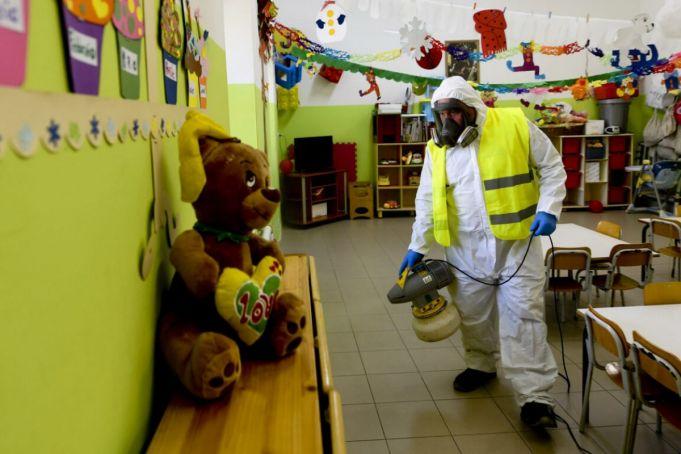 Coronavirus: Italy orders closure of schools and universities