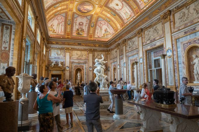 Italy closes all museums, cinemas and theatres