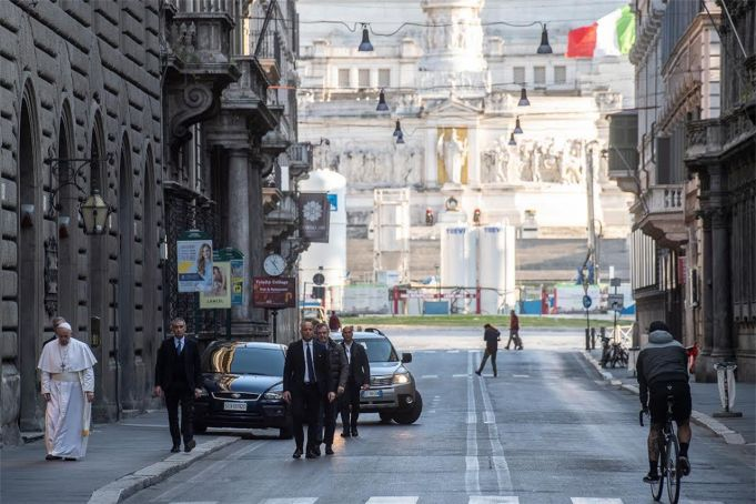 Pope Francis walks across empty Rome to pray for end to Coronavirus