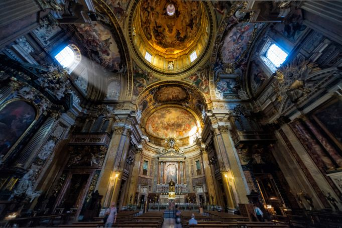 Coronavirus: Rome churches cancel Mass