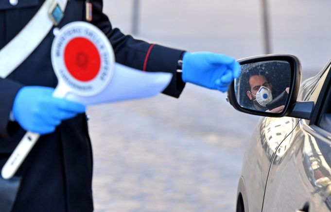 Rome police to check all cars in bid to get people off streets
