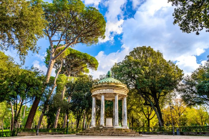 Coronavirus: Rome closes parks and villas