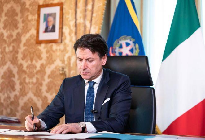 Coronavirus: Italy to ease lockdown from 4 May