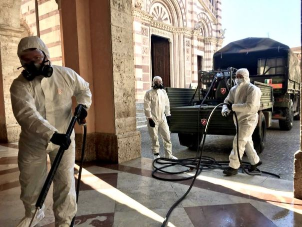 Italian army cleans Rome churches