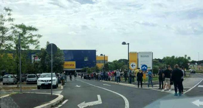 Rome: Ikea reopens after lockdown, mega queue