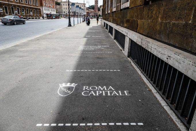 Rome sidewalks carry social distance warnings