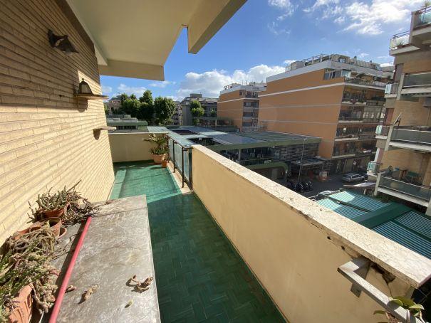 Bright, 2-bedroom flat in Ostia