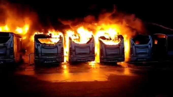 Rome: seven city buses destroyed in depot fire