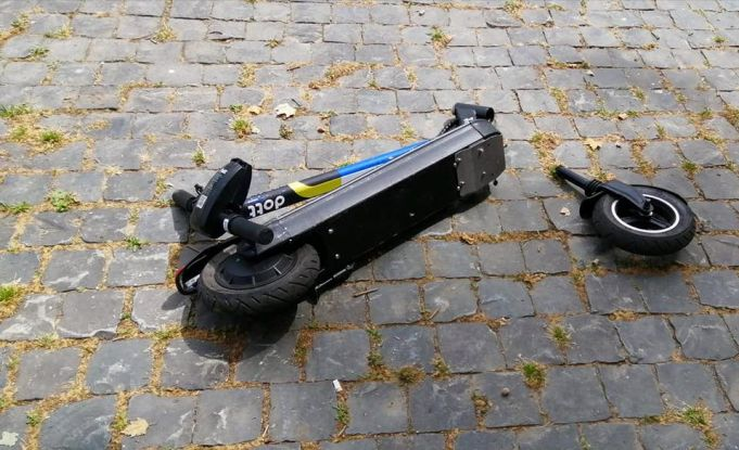 Rome: woman knocked down by electric scooter