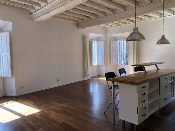 SUPER Bright 2-bedroom flat near Piazza Navona!