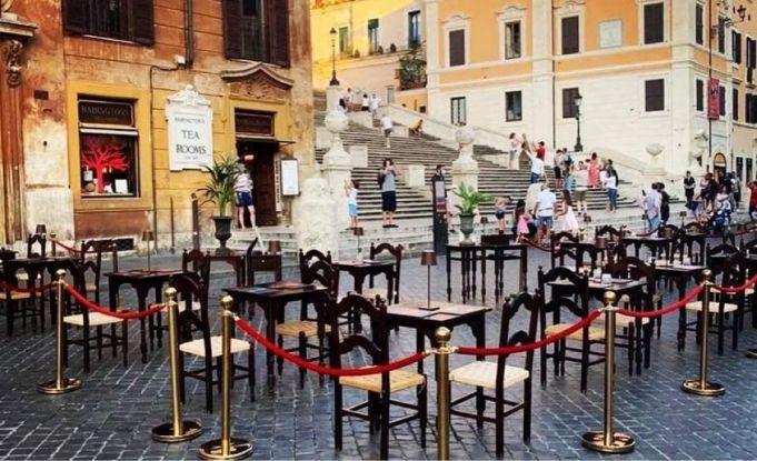 Rome: Babingtons moves outside at Spanish Steps