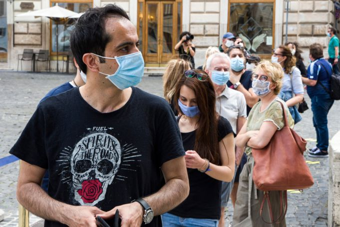 Covid-19: Italy set to extend mask-wearing rules