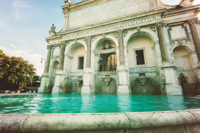 Rome: €400 fine for dipping feet in fountain