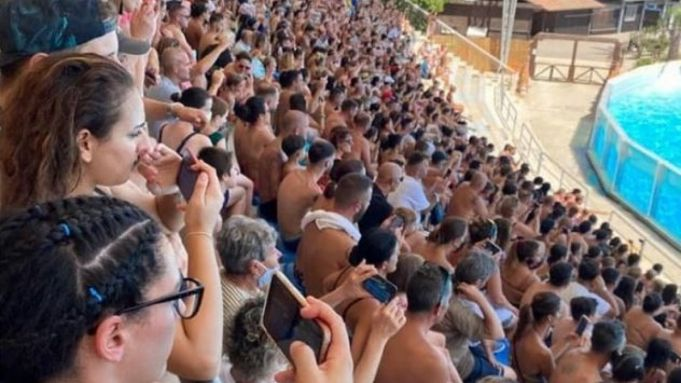 Images of crowd without masks at Rome water park go viral